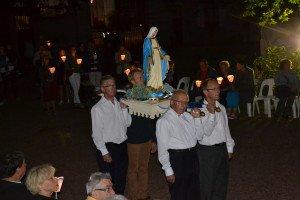 La procession mariale rassemble plusieurs centaines de fidèles au parc du Château