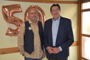Le 10e président Philippe Sandra est félicité par le maire Roger Lemaire