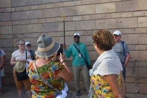 Les explications précieuses du guide Sadek au début de la visite