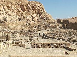 Les ruines du village d'artisans de Deir el-Madineh à proximité de la vallée des rois