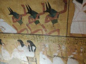 L'intérieur des tombes est joliment décoré