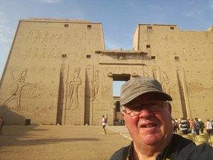 l'entrée du temple d'Edfou