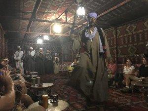 Moment de détente dans un café typique égyptien