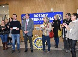 Remise de chèques WEAN par le Rotary club de Nieppe